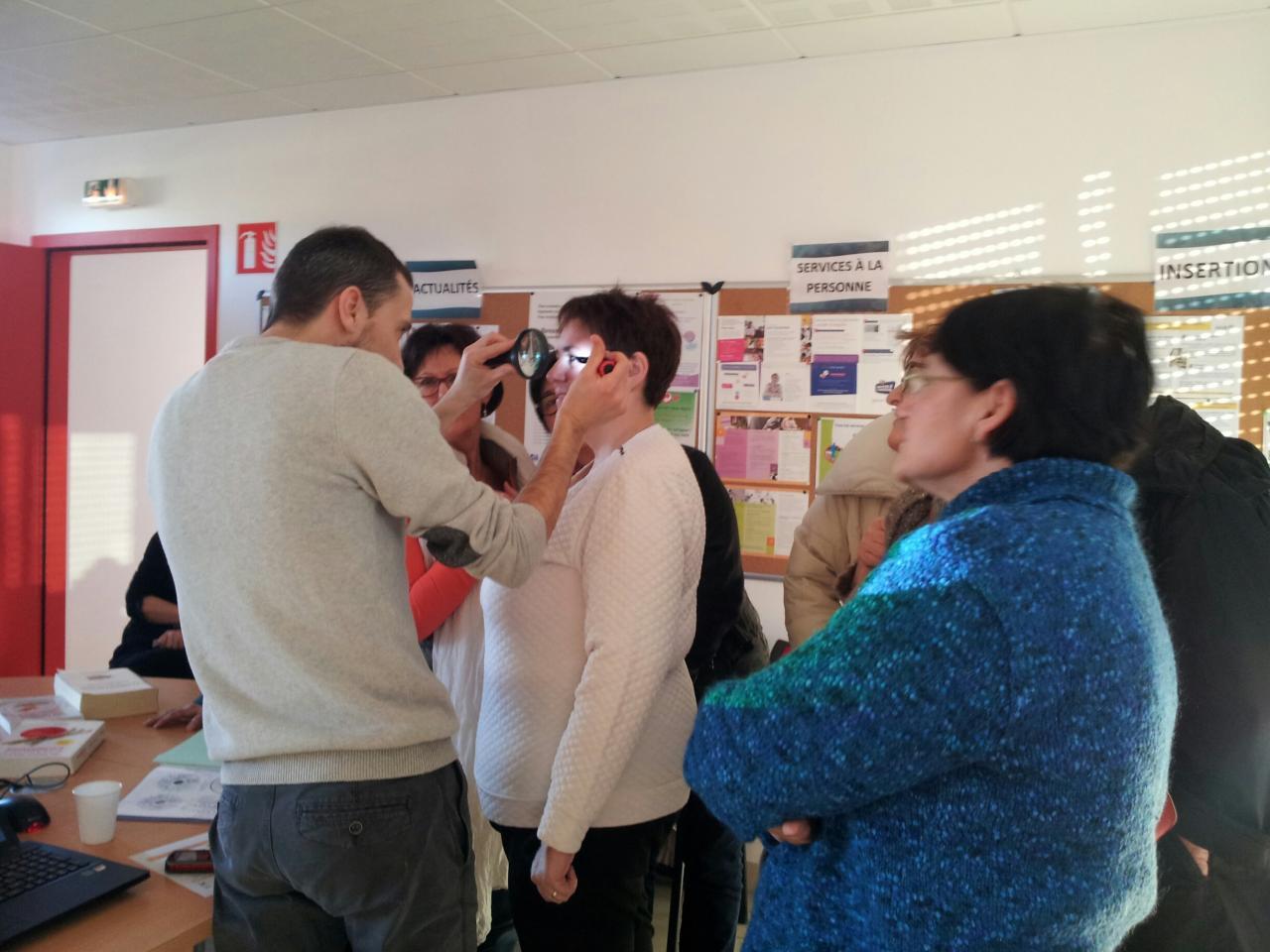 démonstration d'iridologie