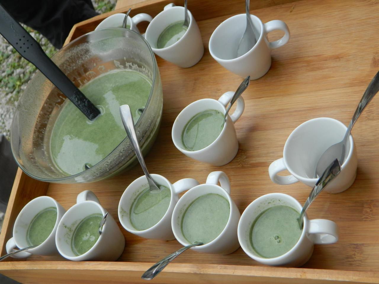 Dégustation de soupe d'ortie